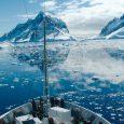 Vista de hielos antárticos desde barco, Antártida Argentina